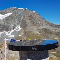 Sommet et en fond le Mont Pourri