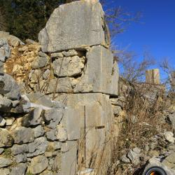 Ruines au col d'Alienard.