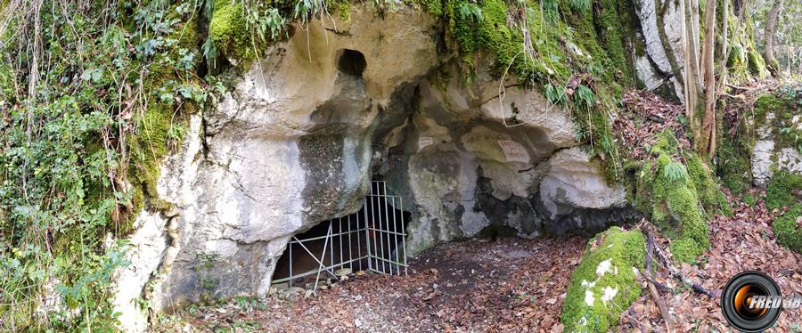 La grotte des Sarrazins