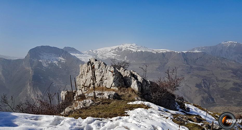 La Laupie et Barles vues du sommet.