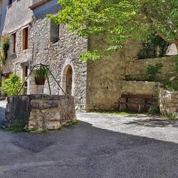 Dans le village de Trigance.