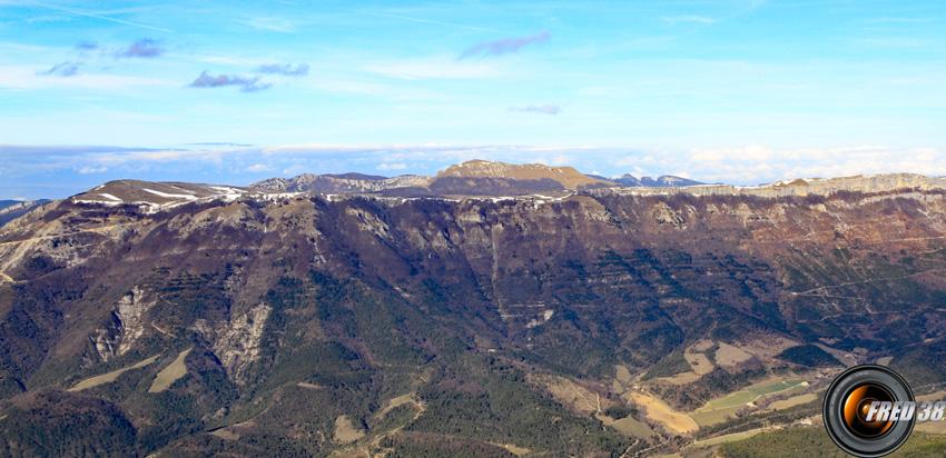 Le plateau d'Ambel et le Roc Toulau.