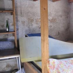 Couchage dans pièce à côté sur matelas, 1 fenêtre.