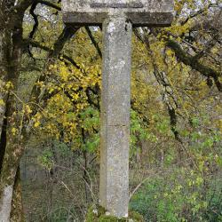 Ancienne croix en pierre.