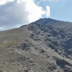 Le sommet et le col de la Pare.