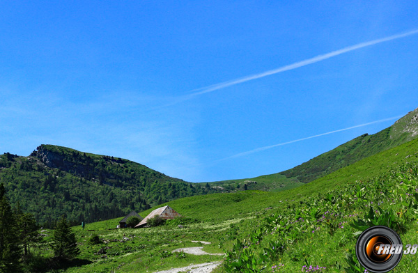 Le sommet à gauche et le col d'Arclusaz.