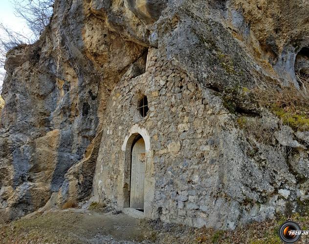L'entrée de la chapelle.