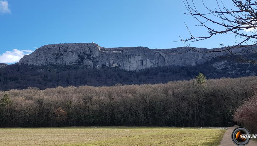 La grande falaise du massif.