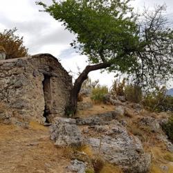 La vieille bergerie au dessus du chateau