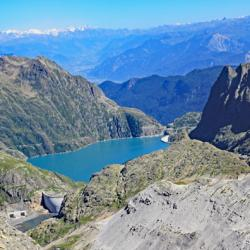 Lac et barrage d'Emosson, au dessus le nouveau barrage du Vieux Emosson.