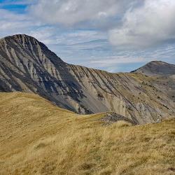 Le sommet et l'oratoire vus de la Laupie.