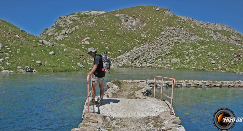 Le passage entre les lacs de Cottepens et de la Motte.