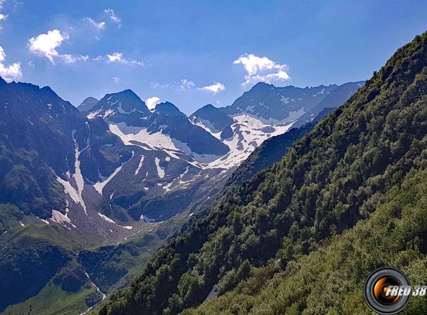 La montagne de l'Oulle au pied de laquelle se trouve le refuge du même nom.