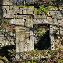 ancien habitat à la tufière.