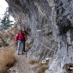 Passage dans l'abri sous roche