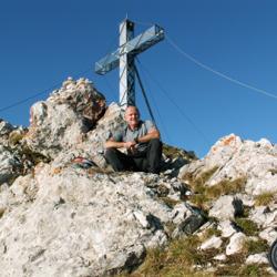 La grande croix du sommet.
