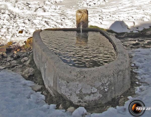 La fontaine en pierre de Sornin.