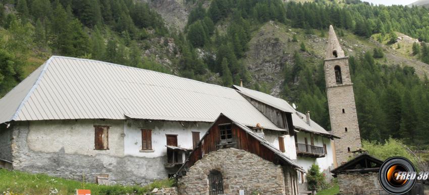 L'ancienne abbaye de laverq et l'église Saint-Antoine.