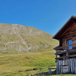Le sommet de Bataille vu de la cabane du Clôt du Loup.