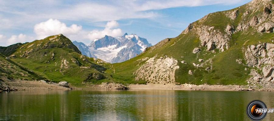 Le Grand Lac et en fond la Meije.