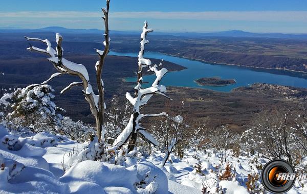 Belle vue sur le lac de Sainte-Croix.