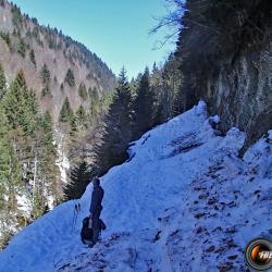 Route bien encombrée en hiver.