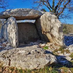 Un des 140 dolmens.