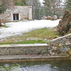 Gîte de Trévans et son grand bassin.