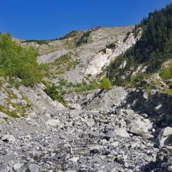 Traversée du torrent de la Ravoire, avant de remonter sur le col du Chaussy.