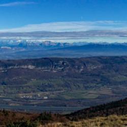 Vue panoramique de la croix proche du sommet.