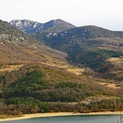 Le sommet vu du lac de Sainte croix.