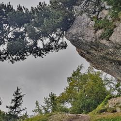 Passage sous la falaise
