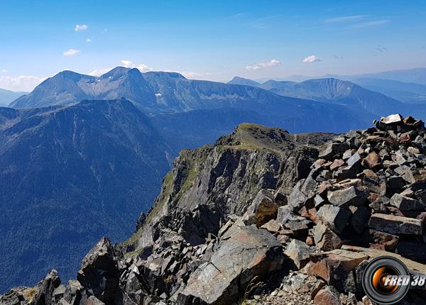 Le sommet, et en fond le Taillefer.