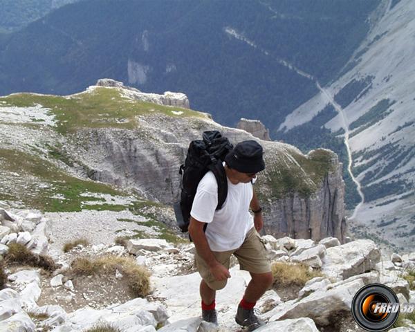 Passage après l'abri sous roche avant le sommet.