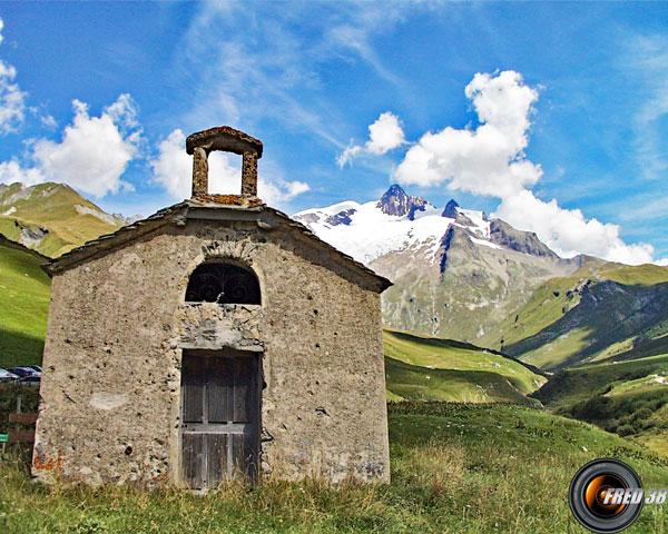 La chapelle de la Ville des Glaciers au départ.