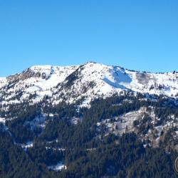 Le Grand Rocher de l'autre côté de la vallée.