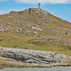 Croix au dessus du lac.