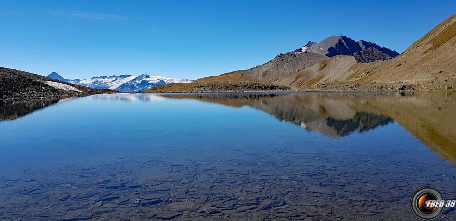 En fond les glaciers de la Vanoise