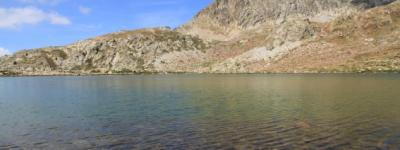 Lac terre rouge photo