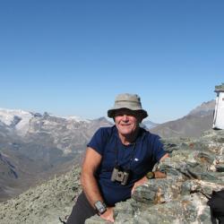 Le sommet et en fond les glaciers de la Vanoise