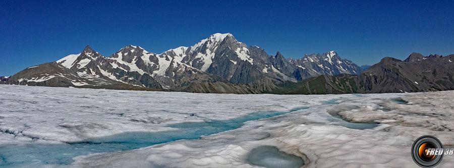 Le Mont-Blanc et le glacier d'Arguerey.