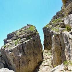 la brêche en haut du couloir rocheux