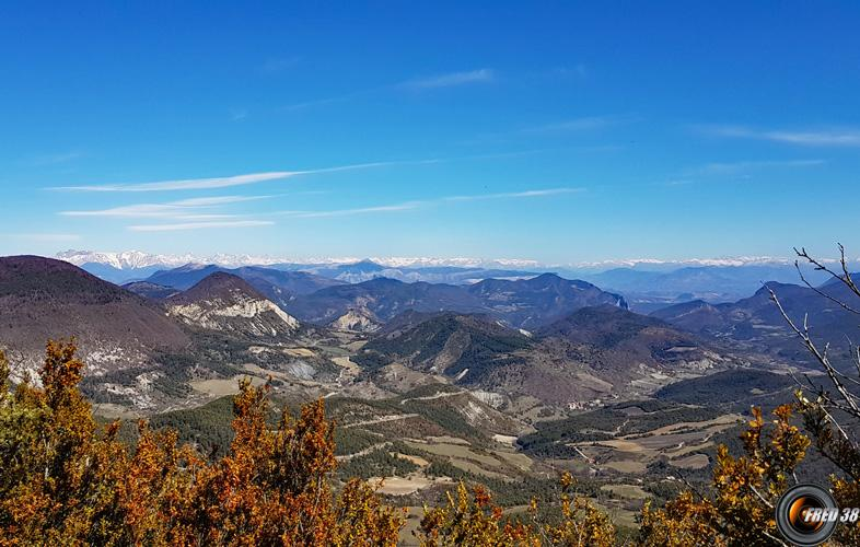 Vue sur les Alpes dans le fond.