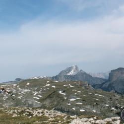 Le Grand Veymont et le Mont Aiguille vus du sommet.