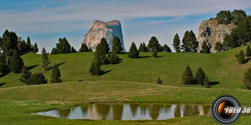 Le Mont Aiguille vu du plateau.