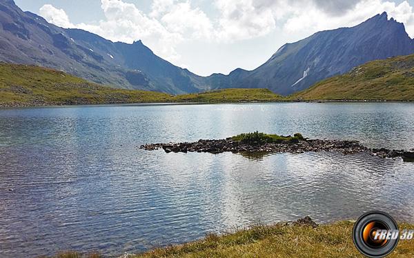 Le plus grand des lacs Jovet.