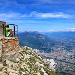 Grenoble vu de la table d'orientation du sommet.