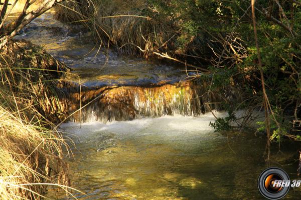 Petite cascade dans le Ravin du Riou