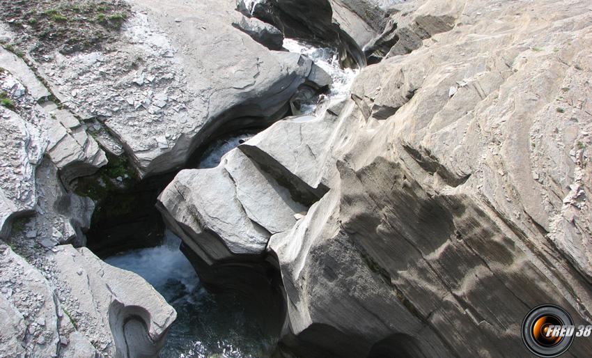 La petite gorge du ruisseau du Pays Désert.
