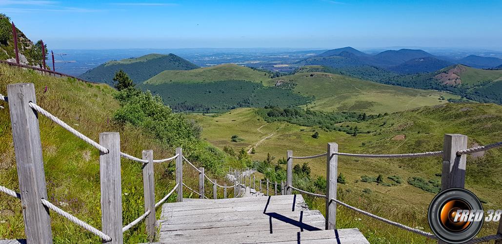 Le garnd escalier et en fond Puy Pariou.